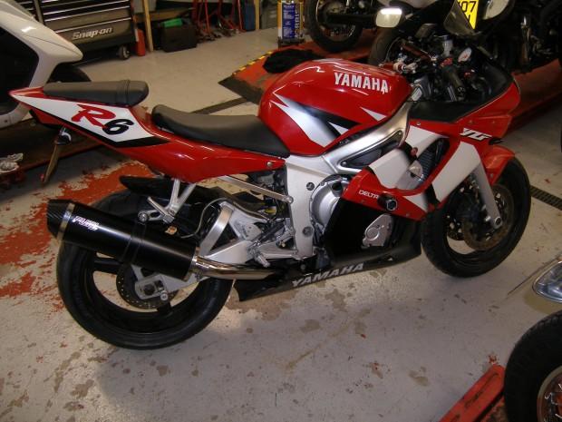YZF600 R6 >02