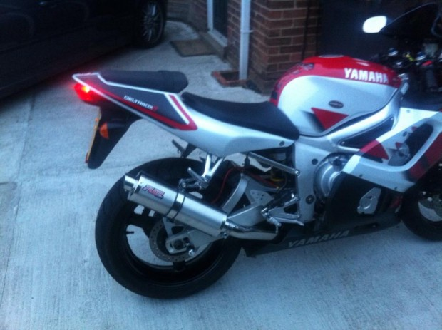 Yamaha yzf600 r6 carb model 1998 02 exhaust gallery for 02 yamaha r6